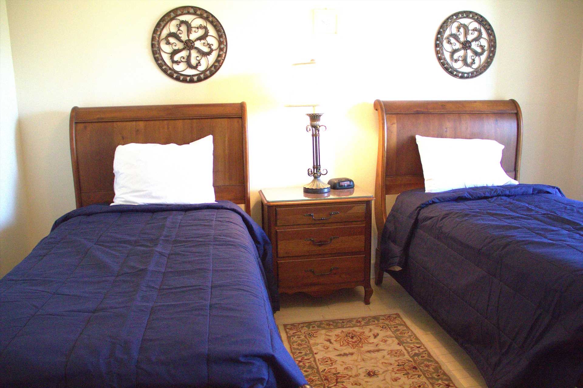 The 2nd bedroom has twin beds